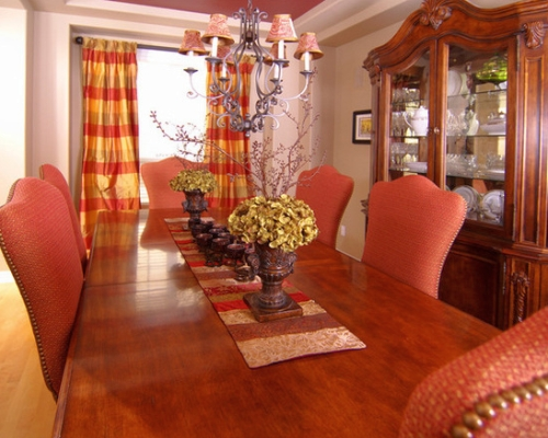 Dining room painted a neutral color and decorated with yellow and red