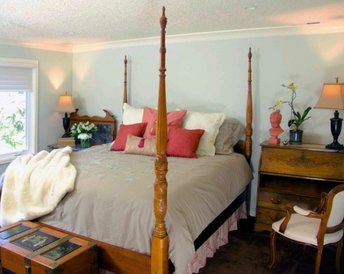 Icy blue bedroom walls with coral accents in the decor