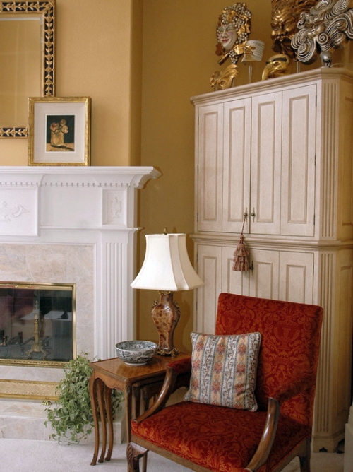 Neutral gold paint color on the living room walls