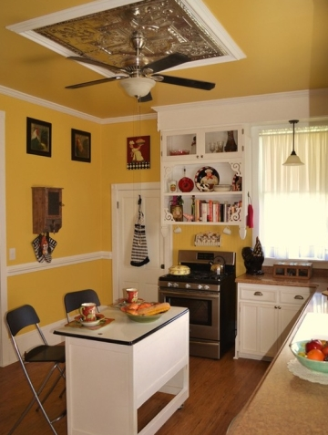 Kitchen with a yellow ceiling and walls
