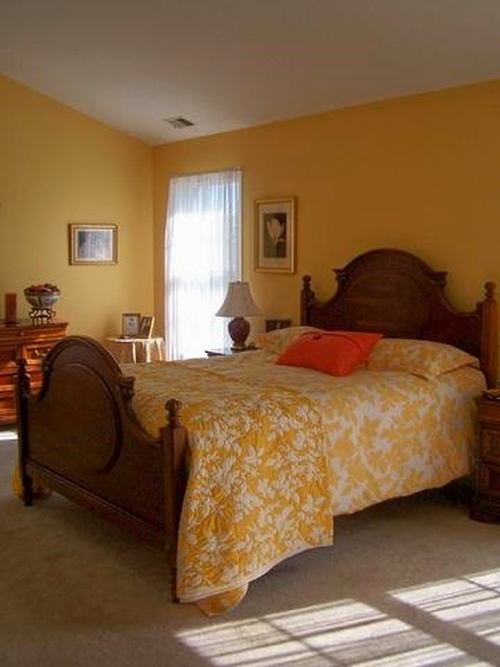 Bedroom painted and decorated with yellow