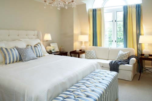 Light beige room decorated with blue and yellow
