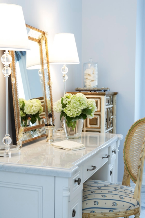 Blue, white and gold bathroom color scheme