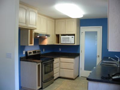 Kitchen walls painted a cobalt blue color
