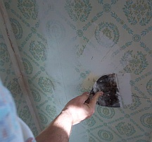 Spackling wallpaper before painting