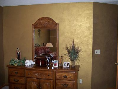 Genial Faux Ragging Finish In Gold Metallic