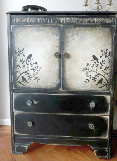 Example of sponge painting on furniture