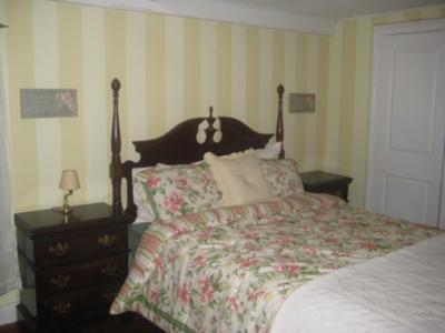 Vertical Wall Stripes in a Period Bedroom - Yellow and Cream Paint ...