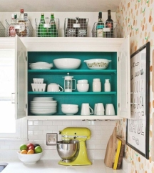 Backs of kitchen cabinets can be painted in different colors