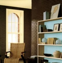 Brown walls look best in a flat paint finish