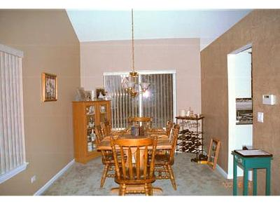 Different colors on dining room walls