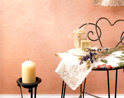 Rag rolled walls in peachy-pink paint tones