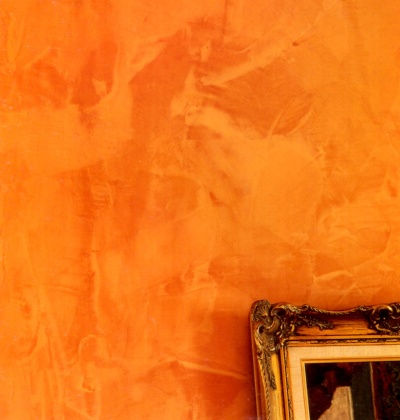 Yellow and orange decorative painting effect achieved with glaze and plastic bags