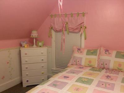 Pink color scheme in my daughter's bedroom