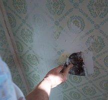 Spackling wallpaper before painting