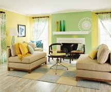 The color of your accent wall should relate to the decor