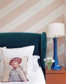 Diagonal stripes should be limited to 1 or 2 walls only