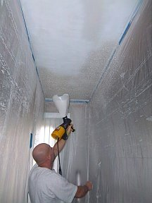 Spraying popcorn texture on the ceiling